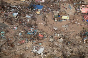 Tacloban survivors: Destroyed houses on Victory Island