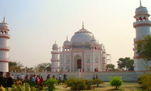 Faketouristattractions: Banglar Taj Mahal