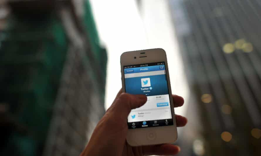 A week after going public, Twitter has opened its advertising platform to smaller non-American companies.