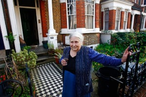 Doris Lessing obit: Doris Lessing chats with the media on the doorstep of her house in London in 2007