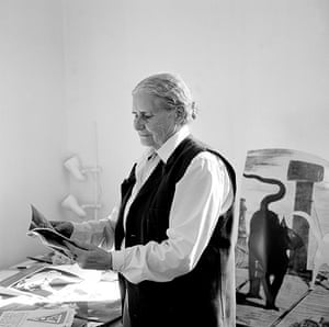 Doris Lessing obit: 2004: Doris Lessing at home in London
