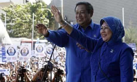 Susilo Bambang Yudhoyono with his wife Kristiani Herawati