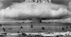 """English: The """"Baker"""" explosion, part of Operation Crossroads, a nuclear weapon test by the United States military at Bikini Atoll, Micronesia, on 25 July 1946."""
