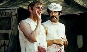 Sutherland with Elliott Gould in MASH