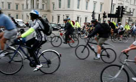 Cyclists at Hyde Park Corner