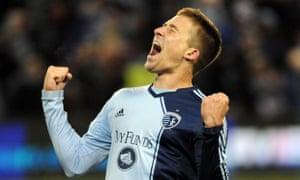 体育KC后卫Matt Besler庆祝参加MLS杯决赛