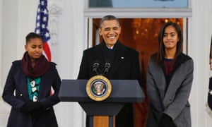 US resident Barack Obama joins his daughters Sasha and Malia before the pardoning of National Thanksgiving Turkey, Popcorn.