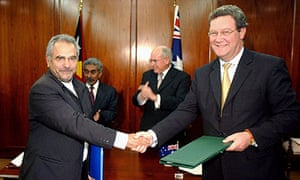 Jose Ramos-Horta shakes hands with Alexander Downer after signing the treaty in 2006.