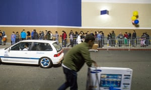 Shoppers line up outside a Best Buy in Emeryville, California, to purchase the Xbox One.