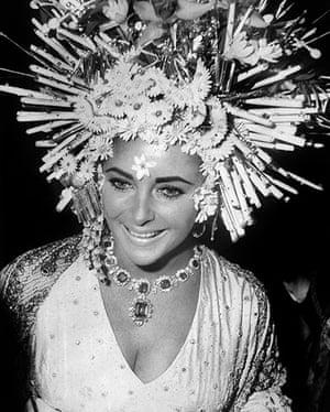 V&A: Italian fashion: Elizabeth Taylor wears Bulgari jewellery