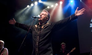 Billy Bragg wants British musicians to take action to get better royalty rates from streams of their work