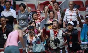 Chinese tennis fans take photos of Maria Sharapova