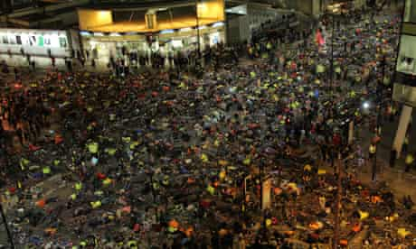 Over 1000 cyclists protesting at Die-In outside TfL HQ