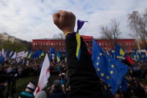 Ukraine protests: Protesters gather to march on Independence square in Kiev