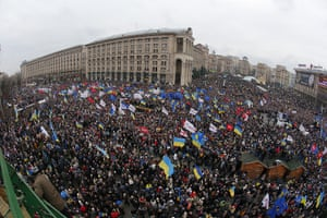 Ukraine protests: Thousands of demonstrators gather in Independence Square