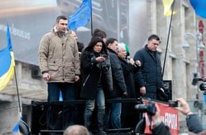Ukraine protests: Jaroslaw Kaczynski and Vitali Klitschko