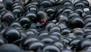 Ukraine protests: Riot police stand guard in Kiev