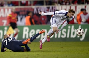 Anderlecht's Guillaume Gillet (R) challenges Olympiakos' Vladimir Weiss during the UEFA Champions League group C football match at the Karaiskaki stadium in Athens. Olympiakos won 3-1.