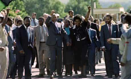 Mandela leaves Victor Verster prison