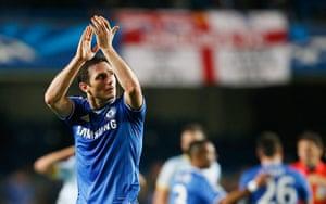 chelsea v steau: Frank Lampard applauds