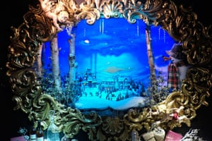 Christmas windows: Fortnum and Mason Christmas window display in Piccadilly
