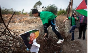 Palestinian youth with Mandela picture