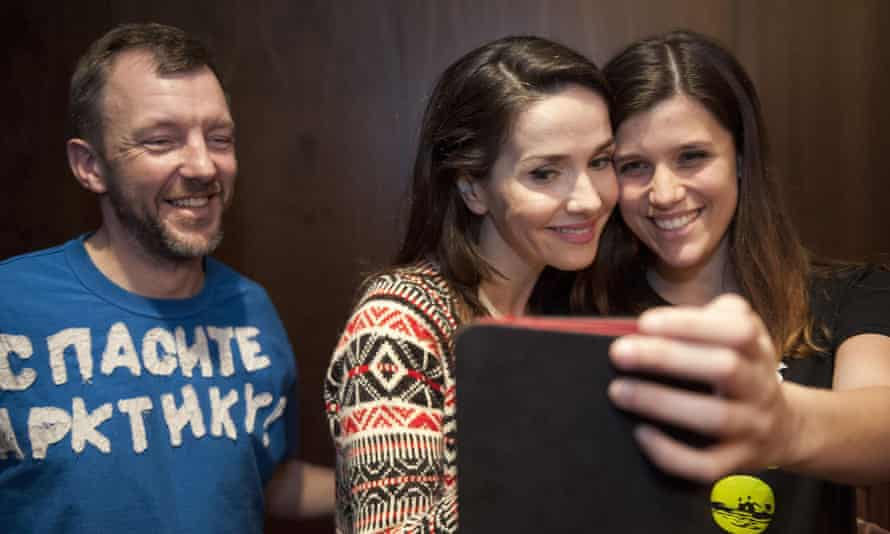 Uruguayan actress and singer Natalia Oreiro meeting Greenpeace activists Phil Ball from the UK (left) and Camila Speziale from Argentina (right)  in St. Petersburg