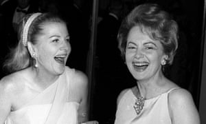 Fontaine with her sister, Olivia de Havilland, in 1967.