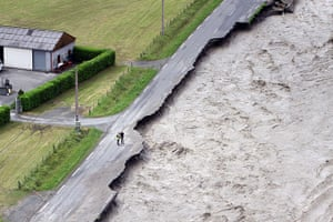Extreme weather: flooded Gave de Pau river