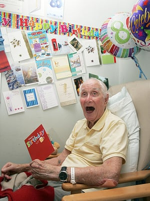Ronnie Biggs update: 2009: Ronnie Biggs celebrating his 80th Birthday at the Norfolk and Norwich