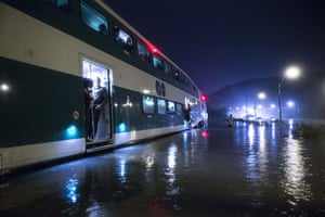 2013 extreme weather: Dramatic Train Rescue in Toronto