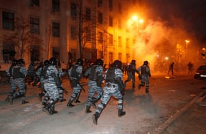 Ukraine update: Police charge at protesters late on Sunday