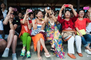 Chinese tourists: Elephant show at the Nong Nooch