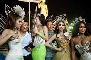 Chinese tourists: Tourists with ladyboys