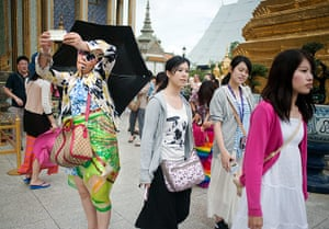 Chinese tourists: Tourists at the Grand Palace in Bangkok