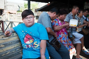 Chinese tourists: Tourists escape the heat at the Pattaya Floating Market