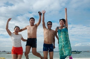 Chinese on tour: Two sets of newlyweds