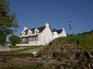 Pubs: Hotel Eilean Iarmain, Isle of Skye