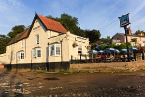 Pubs: The Butt and Oyster pub Pin Mill