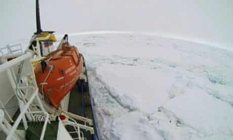 Akademik Shokalskiy stuck in ice