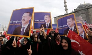 Supporters of Turkey's prime minister Recep Tayyip Erdoğan rally in support of the ruling party