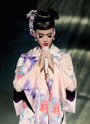 Eyelashes: Katy Perry performing