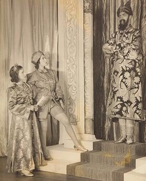 Royal pantomime: Princesses Aladdin