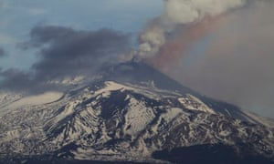 A new eruption of Mount Etna seen from the city of Catania