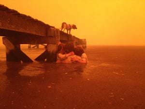 Extreme weather: wildfire rages nearby in the Tasmanian town of Dunalley