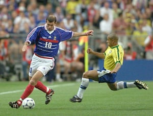 old players: French Zinedine Zidane is challenged