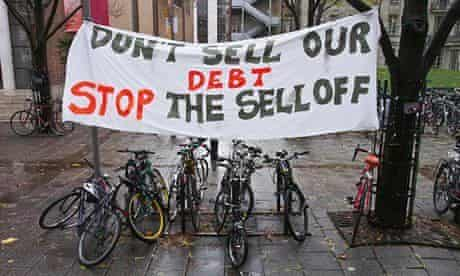 Students protest over government plans to sell off student loan debts