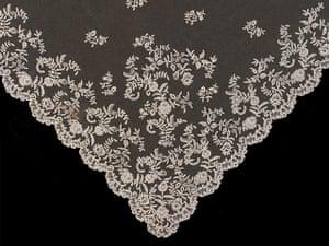 Wedding Dresses: lace veil