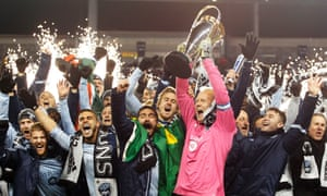 Jimmy Nielsen lifts the MLS Cup