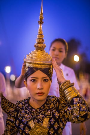 A Cambodian Aspara dancer prepares to take part in the funeral procession of the former king.